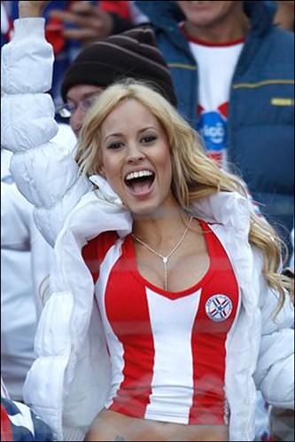 Патрисия Оруэ - фанат сборной Парагвая